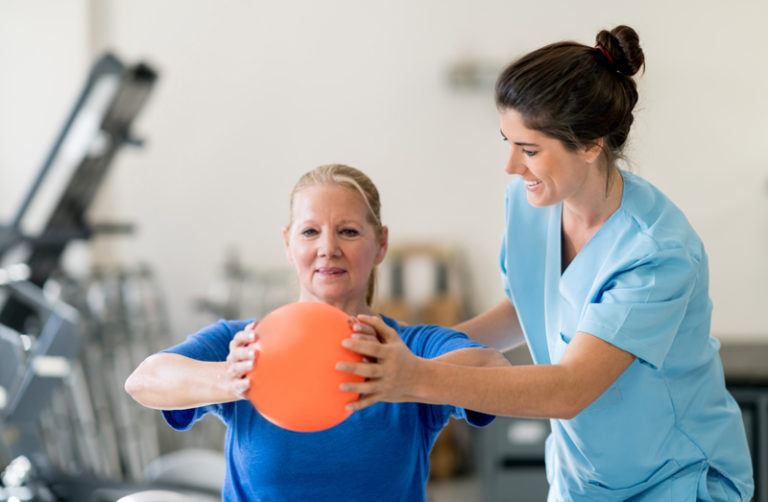 Adeo physical therapy - exercise with ball